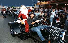 Father.Christmas.arrives.on.a.harley